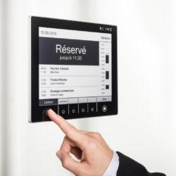 Gestion intelligente des espaces de travail : un retour plus serein au bureau avec ROOMZ © DR