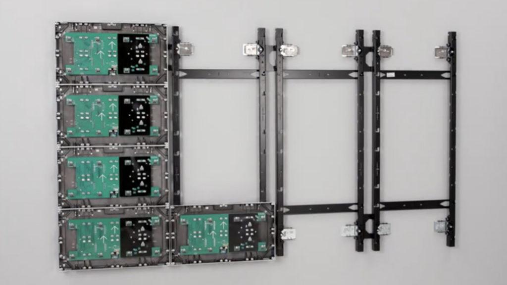 L'ingéniosité des supports Chief TiLED pour les murs LED © DR
