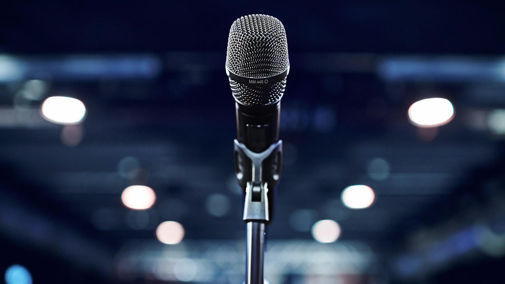 Tête de microphone MM 445 sur un émetteur main SKM 6000 © DR